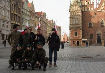 Udział uczniów SP 71 w Paradzie Niepodległości 11 listopada 2017 r.