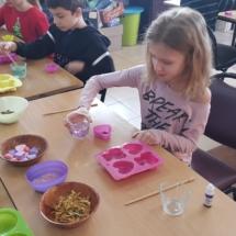 Warsztaty robienia mydełek (3)